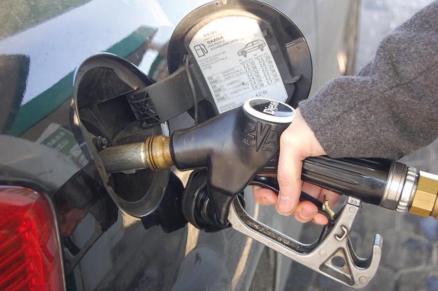 la consommation de diesel dans notre pays r gresse celui d essence augmente service station. Black Bedroom Furniture Sets. Home Design Ideas